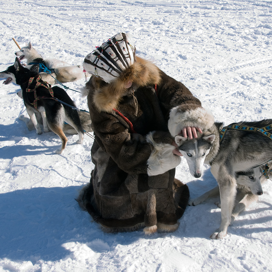 Inuit community - research in links between environment, communities, and livelihood